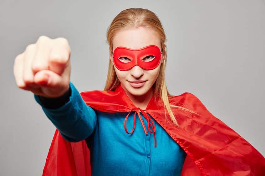 Vrouw met cape en vuist omhoog: WebAssistant